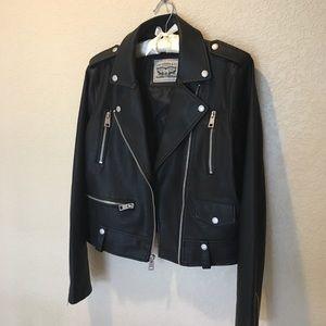 NWOT Levi's faux leather jacket